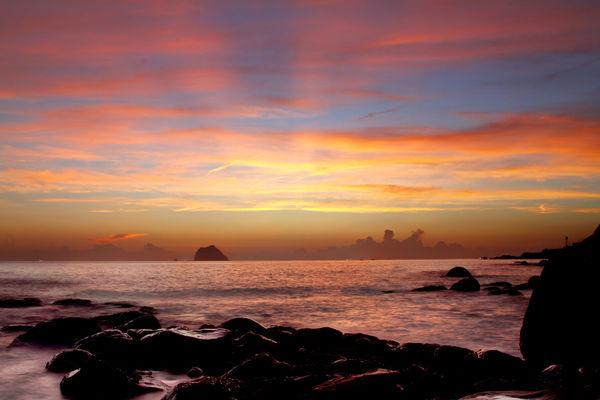 北海岸夜釣之外木山日出~終於瞭解啥是分岔的霞光
